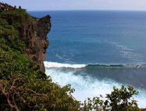 stenig kust Uluwatu Bali ö Arkivbilder