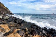 Stenig kustlinje av Atlantic Ocean på den Tenerife ön, Spanien Fotografering för Bildbyråer