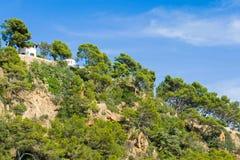 Stenig kustlinje av Lloret de Mar, Spanien Arkivbild