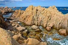 Stenig kustlinje i Sardinia, Italien Arkivfoto