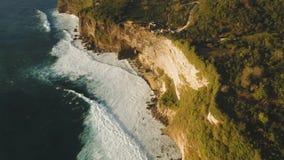 Stenig kustlinje på ön av Bali flyg- sikt stock video