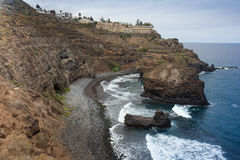 Stenig lagun och strand av Tenerife Royaltyfri Bild
