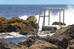 Stenig pölstrand med trappa i Biscoitos Terceira ö Azor Royaltyfria Foton