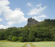 stenig scenisk sommar för härlig cloudscape Royaltyfria Foton