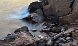 Stenig shoreline Fotografering för Bildbyråer