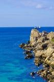 Stenig shoreline, Malta Royaltyfri Bild