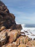 Stenig shorelineudde av bra hopp Fotografering för Bildbyråer