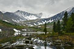 Stenig sjö i bergen Royaltyfria Bilder