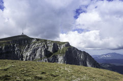 Stenig slinga i berg i sommar Royaltyfria Bilder