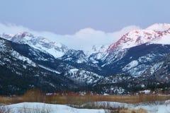stenig soluppgång för berg Arkivbilder