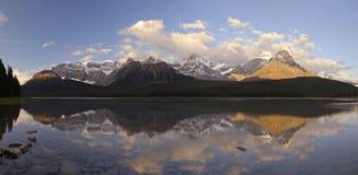 stenig soluppgång för kanadensiska berg Arkivfoto