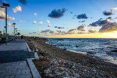 Stenig strand 02 för däck royaltyfri foto