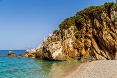 Stenig strand i den Riserva Naturale dellozingaroen, Sicilien Arkivbilder