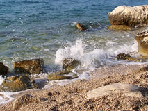 Stenig strand i Kroatien Royaltyfri Fotografi