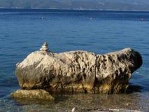Stenig strand i Kroatien Royaltyfri Bild