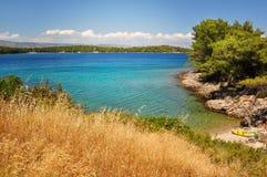 Stenig strand och kustlinje av Adriatiskt havet Royaltyfria Foton
