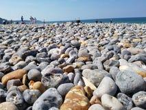 Stenig strand på den engelska kanalen, Frankrike sida Royaltyfri Foto