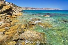 Stenig Vai strand på Crete Royaltyfria Bilder