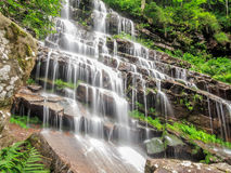 stenig vattenfall Royaltyfria Bilder