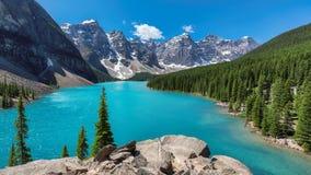 Steniga berg, Banff nationalpark, Kanada Arkivfoton