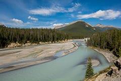 steniga berg Kanada Icefields gångallé, Sunwapta flod Fotografering för Bildbyråer