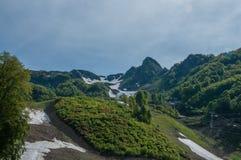steniga berg Kaukasus natur Arkivfoton