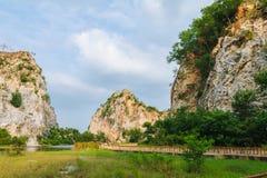 Steniga berg med sötvattens- sjöar royaltyfria foton