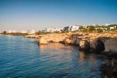 Steniga grottor för hav i Ayia Napa, Cypern, soluppgångsikt Royaltyfria Bilder