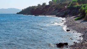 Steniga kust- och havsvågor för skönhet lager videofilmer