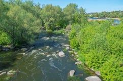 Steniga kuster för flod Royaltyfria Foton