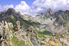 Steniga maxima i berg Arkivbilder