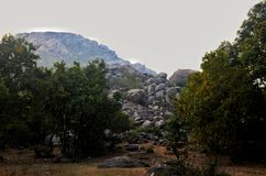 stenigt berg Arkivfoton