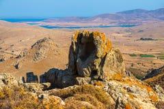Stenigt berg i ön Limnos, Grekland royaltyfri foto