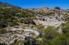 Stenigt flod- och berglandskap Royaltyfri Fotografi
