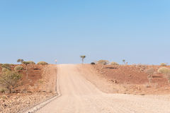 Stenigt halv-öken landskap bredvid C40en-road Royaltyfria Bilder