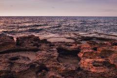 stenigt hav för kustlinje Arkivfoton