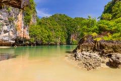 Stenigt landskap av den Phang Nga nationalparken Arkivfoto