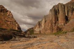 stenigt lopp för argentina kanjonberg arkivfoto