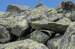 Stenigt slingalandskap i sommar Arkivfoton