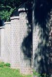 Stenkolonn i trädgården Stenkolonnstaket Royaltyfri Bild