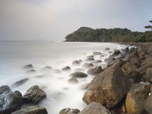 Stenkust i söderna av Thailand arkivbild