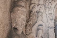 StenKwan Yin skulptur i grottan Royaltyfria Foton