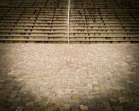 Stenlagd bana och trappa Royaltyfri Bild
