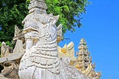 StenLion At Maha Aungmye Bonzan kloster, Innwa, Myanmar Royaltyfria Bilder