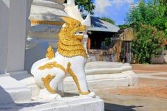 StenLion At Maha Aungmye Bonzan kloster, Innwa, Myanmar Arkivbilder