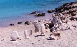 stenmodell på stranden Arkivfoton