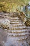 Stenmoment i den Devetakskaya grottan, Bulgarien Royaltyfri Fotografi