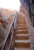 Stenmoment som snidas in i klippan, vänder mot Arkivbilder