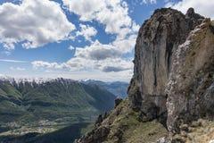 Stenobelisk på Monte Grona Royaltyfri Fotografi