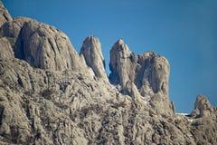Stenskulpturer av det Velebit berget arkivbilder